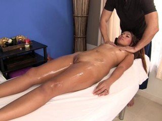 Sexy girl loves skilled oil massage